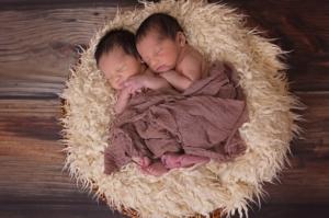 zwillinge im nest - warum eine zwillingswickeltasche sinn macht