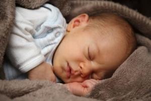 beste Trage für Neugeborene