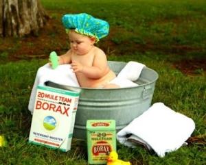 Baby wascht Stoffwindeln